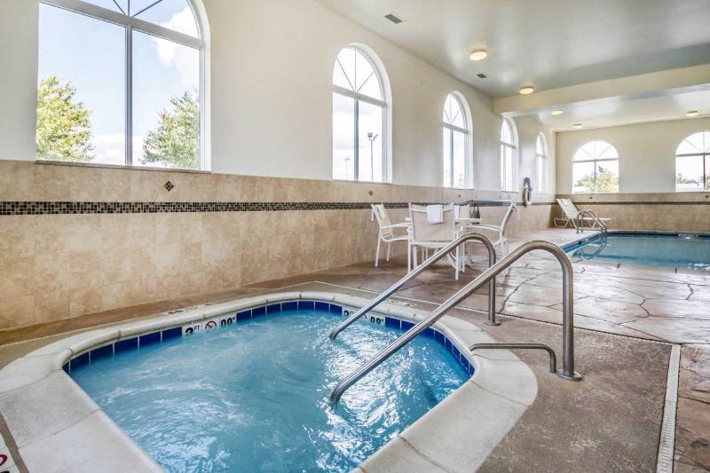 Pool Comfort Inn