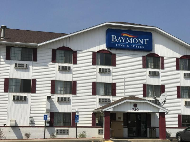 General view Baymont By Wyndham Cedar Rapids