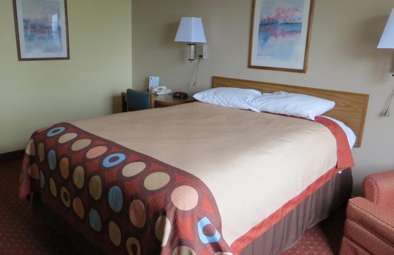 Room Baymont By Wyndham Cedar Rapids