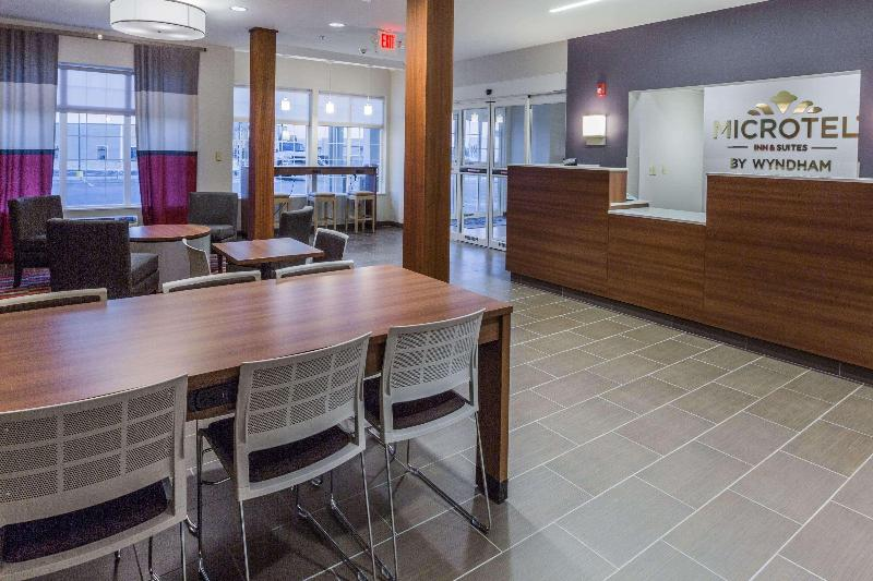 Lobby Microtel Inn & Suites By Wyndham Tioga