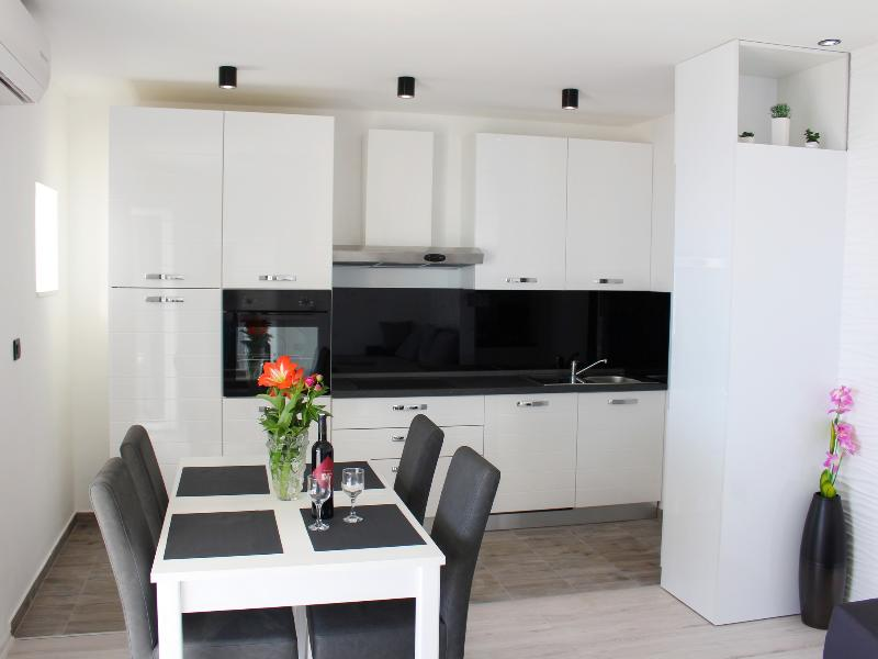 Apartment 4-mann-zimmer (Apartment Capacity 4)