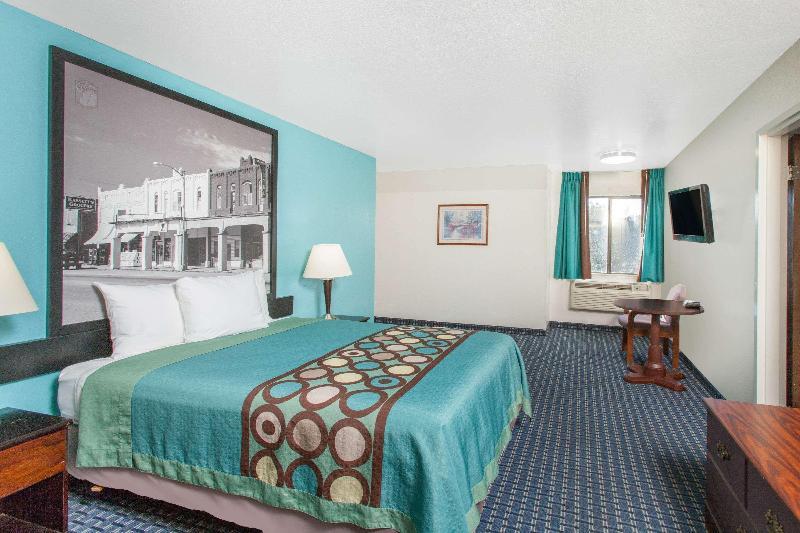 Room Super 8 By Wyndham Sallisaw