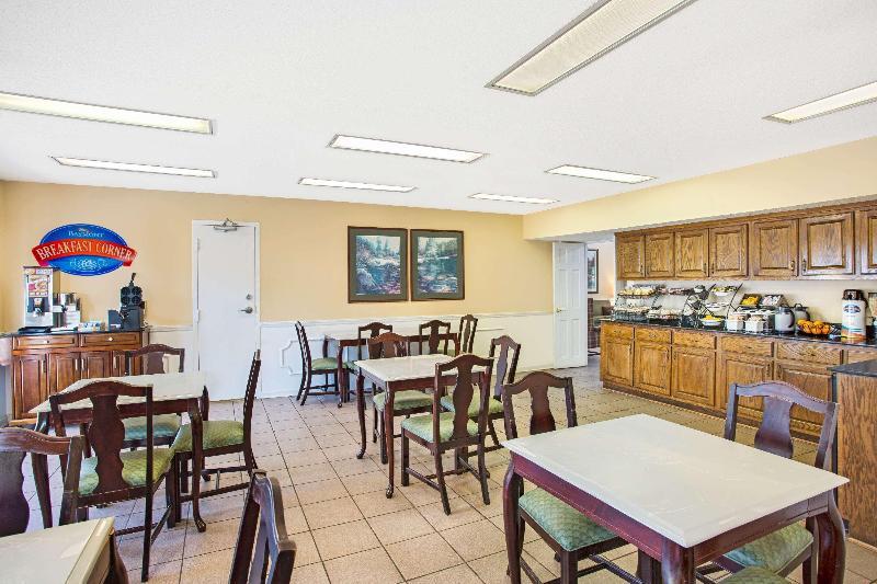 Restaurant Baymont By Wyndham Forest City