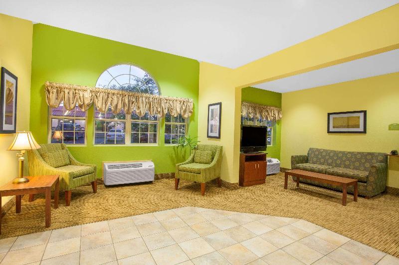 Lobby Microtel Inn & Suites By Wyndham Springville