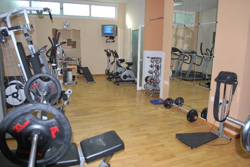 Sports and Entertainment Al Deyafa Hotel Apartments 3