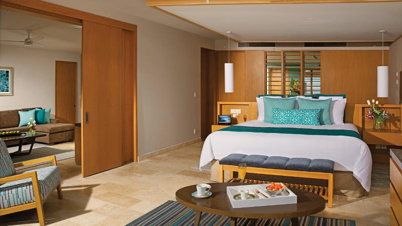 SUITE PREFERRED CLUB MASTER SWIM OUT OCEAN VIEW 1 KING BED