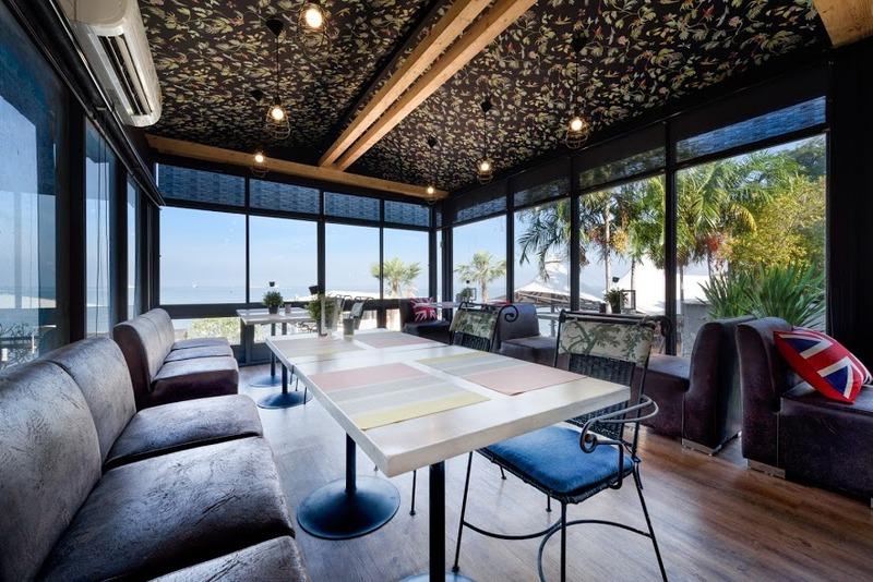 Terrace The Loft Seaside Sriracha