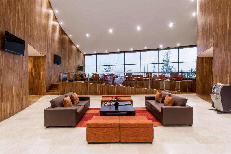 Lobby Wyndham Quito Airport