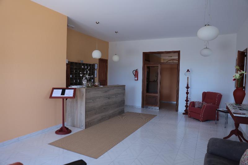 Lobby Hotel Playa De Las Catedrales