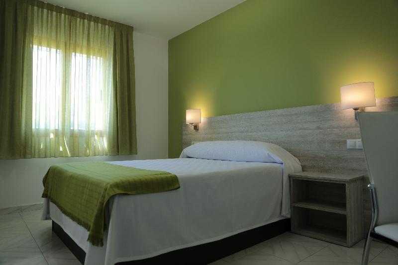Room Hotel Playa De Las Catedrales
