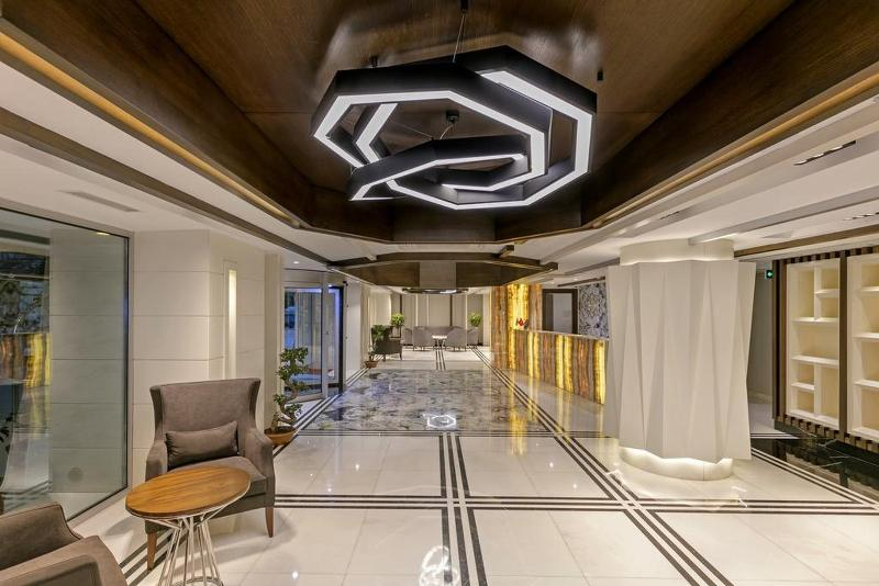 Lobby B Business Hotel & Spa