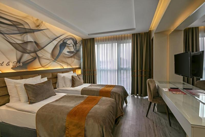 Room B Business Hotel & Spa