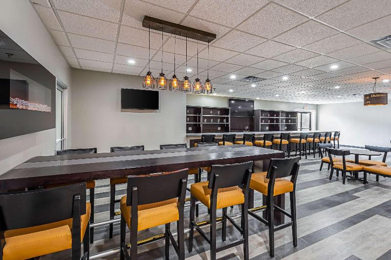 Bar Clarion Inn & Suites Downtown Knoxville
