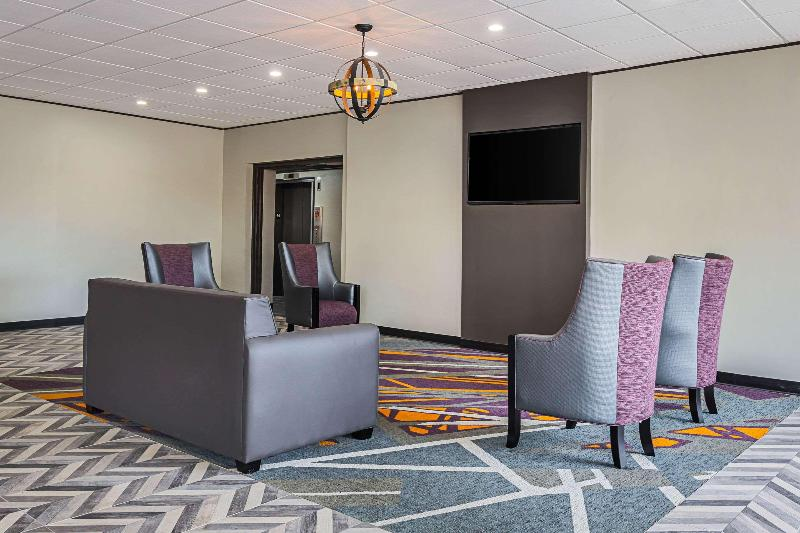 Lobby Clarion Inn & Suites Downtown Knoxville