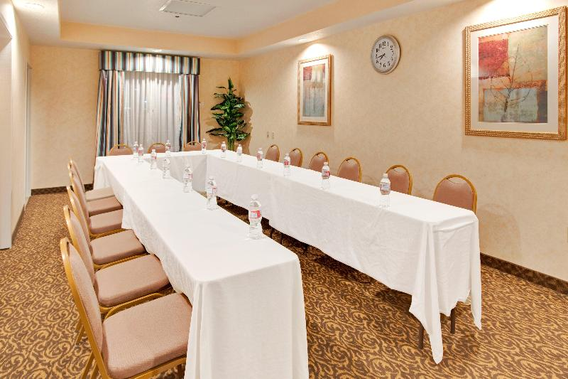 Conferences Holiday Inn Express Delano Hwy 99