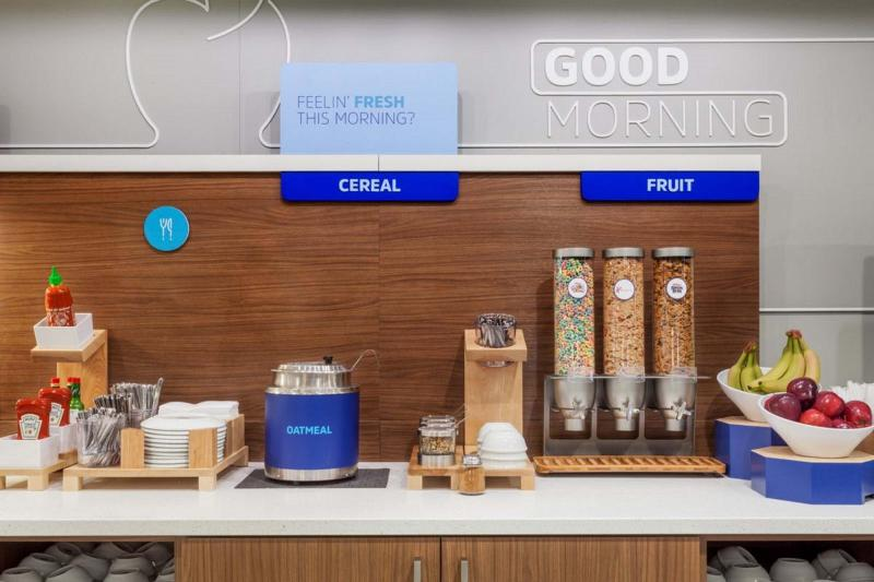Restaurant Holiday Inn Express Delano Hwy 99