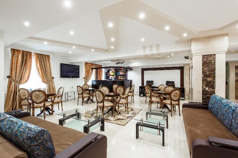 Lobby Moscow Holiday Hotel