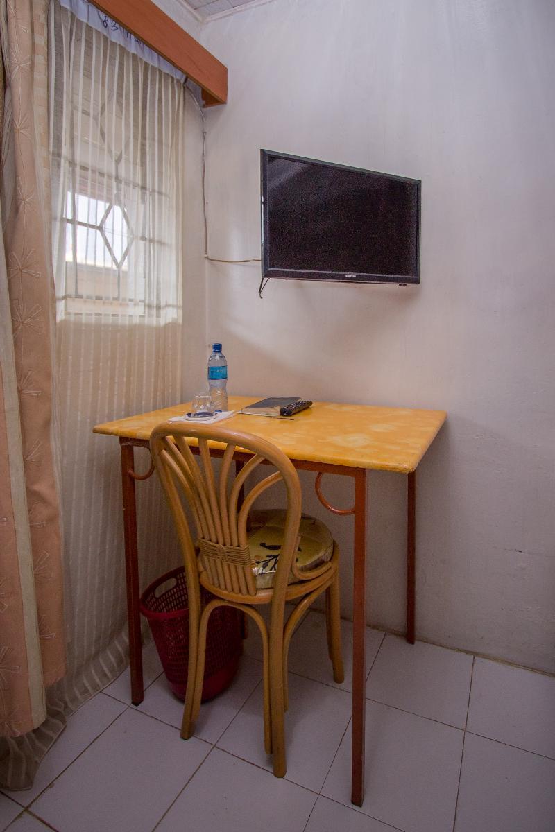 Room Sunshine Hotel Tengecha