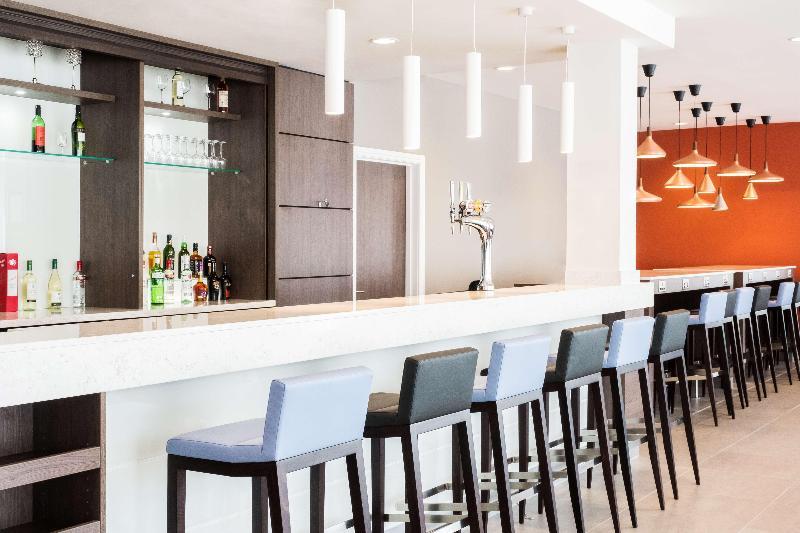 Bar Hampton By Hilton Aberdeen Westhill