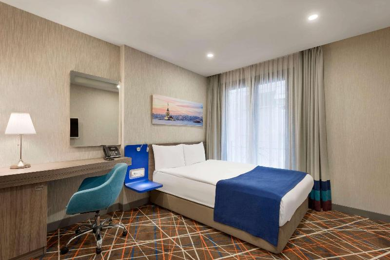 Room Tryp By Wyndham Taksim