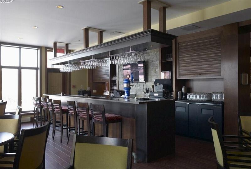 Bar Estrimont Suites Spa