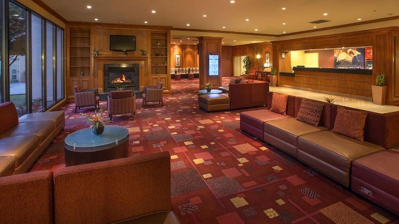 Lobby Red Lion Hotel Conference Center Renton