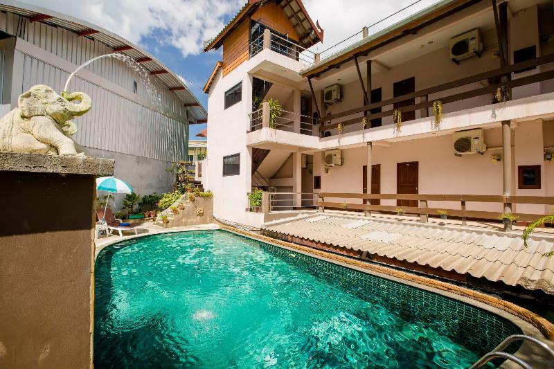 Pool Baan Veerakit Guesthouse