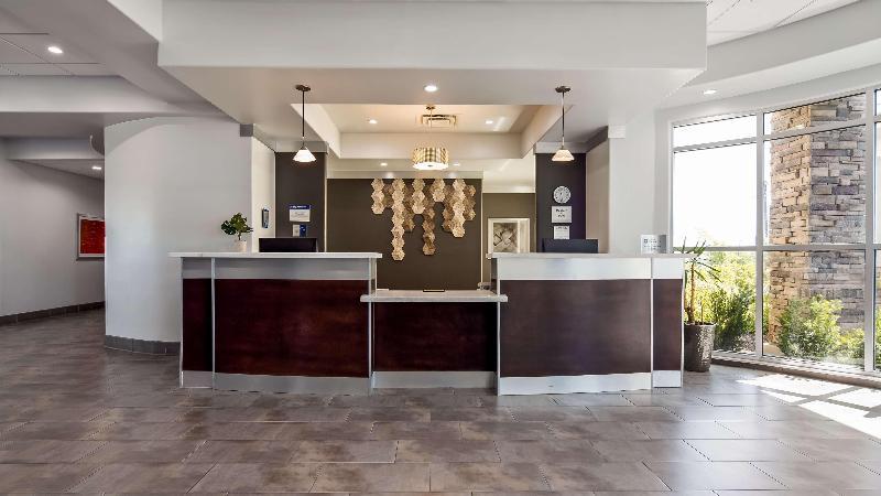 Lobby Best Western Plus Roland Inn & Suites