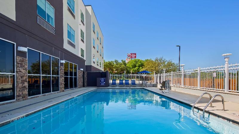 Pool Best Western Plus Roland Inn & Suites