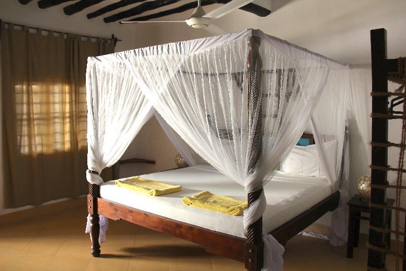 Room Makuti Beach Bungalows