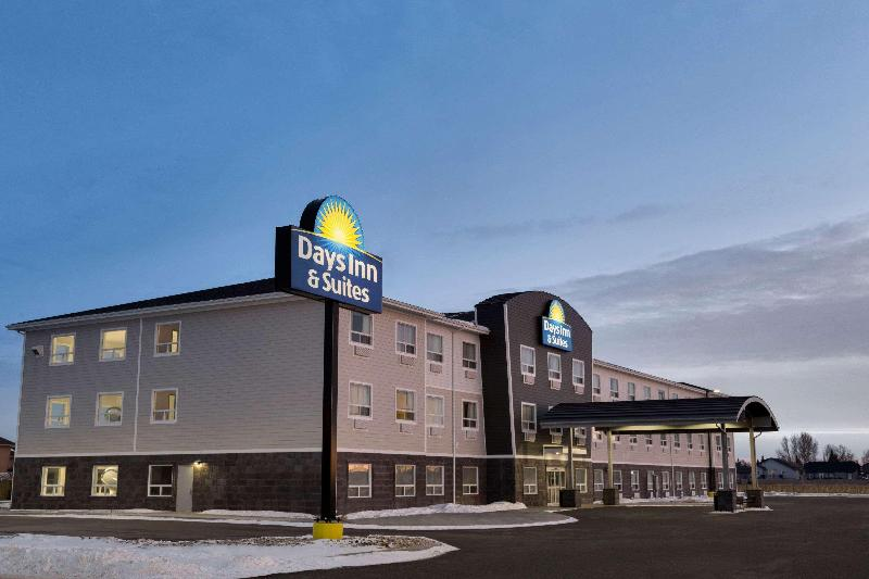 General view Days Inn & Suites By Wyndham Warman Legends Centre