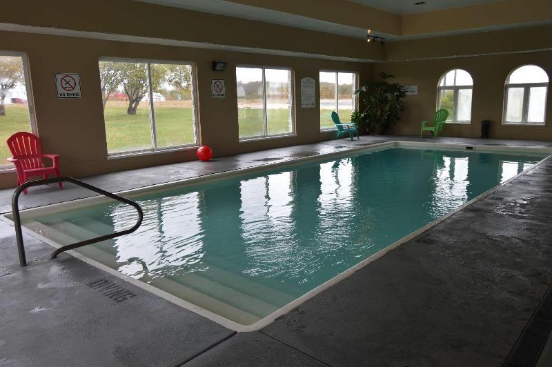Pool Days Inn & Suites By Wyndham Cuba