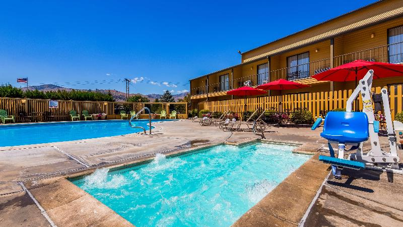 Pool Surestay Hotel Wenatchee