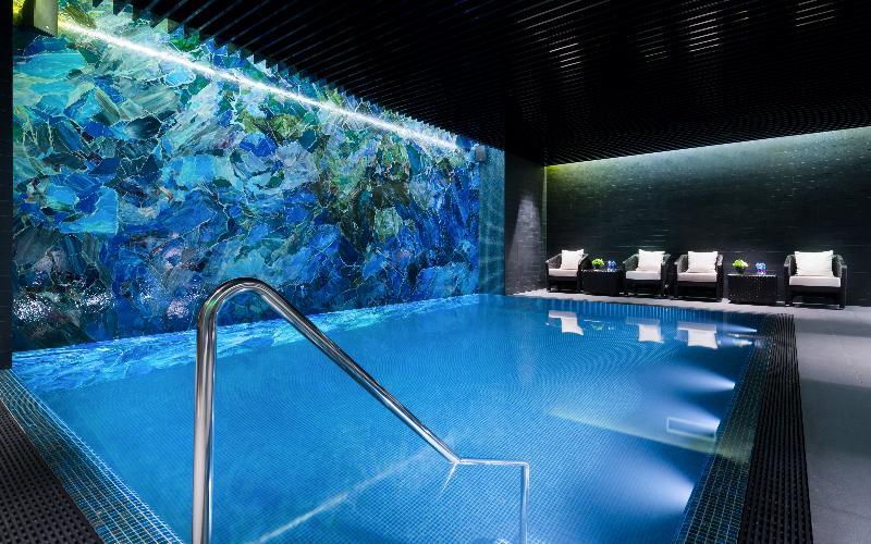 Pool Lotte Hotel St. Petersburg