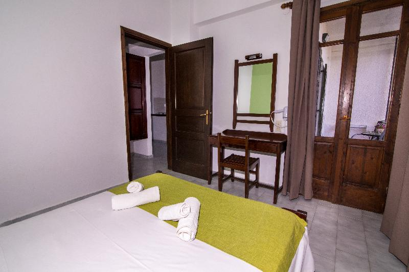 Room Irilena Apartments Gournes