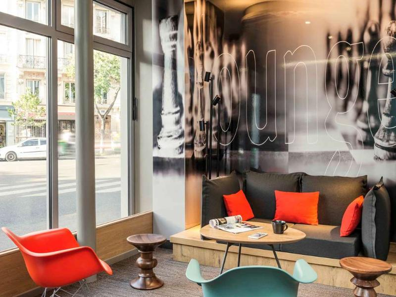 Lobby Ibis Paris Avenue De La Republique