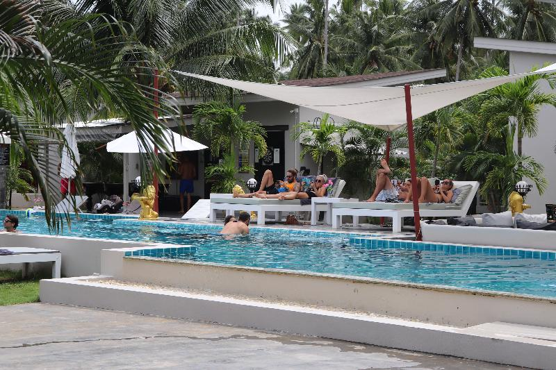 Pool Coconutspalm Resort