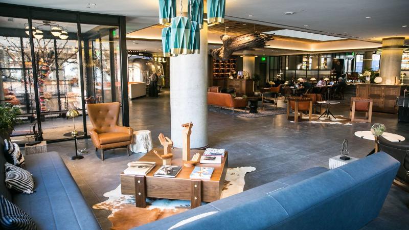 Lobby Maven Hotel