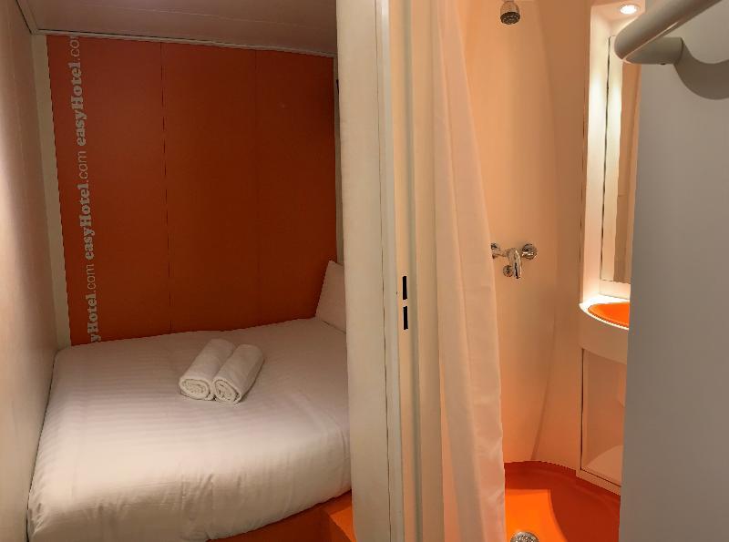 Room Easyhotel South Kensington