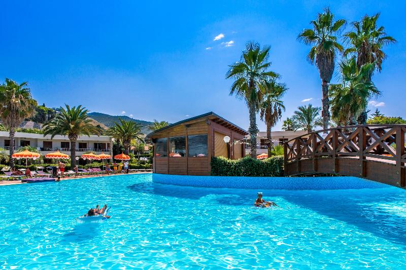Pool Club Residence La Castellana Mare