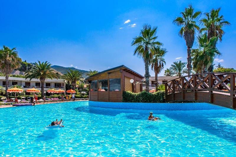 Pool Club Residence La Castellana Mare