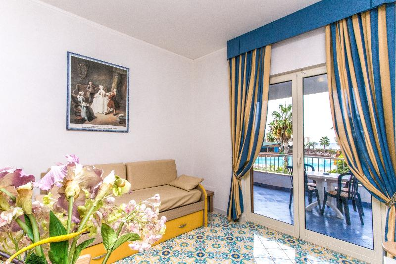 Room Club Residence La Castellana Mare