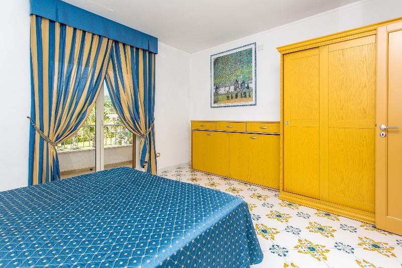 Room Club Residence La Castellana Mare