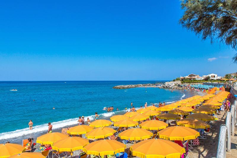 Beach Club Residence La Castellana Mare