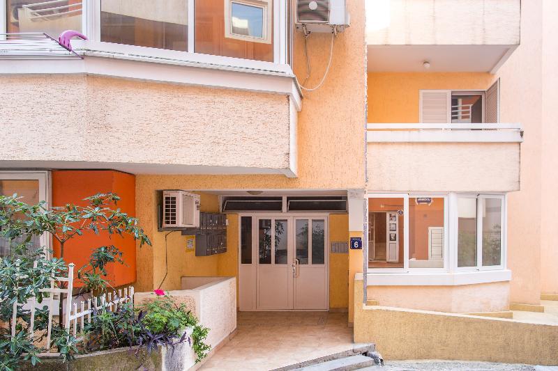 Lobby City Apartments