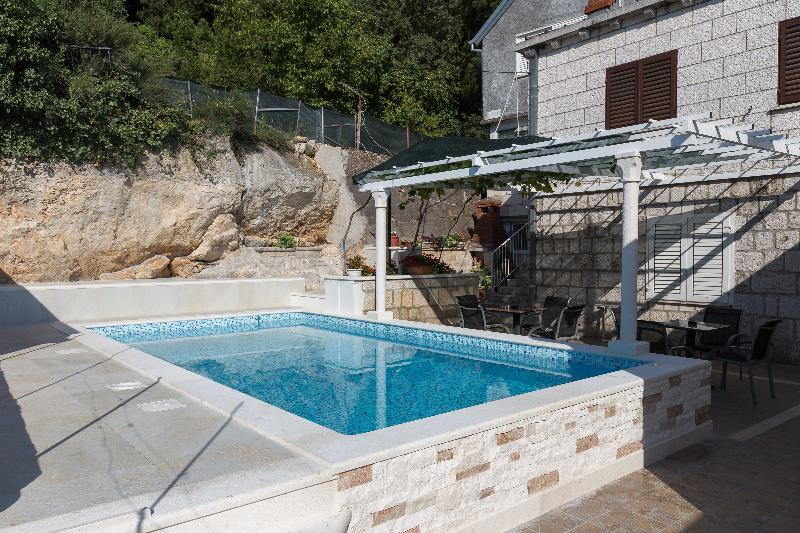 Pool Guest House Kusalo