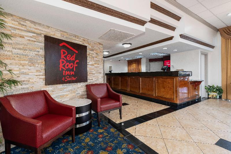 Lobby Red Roof Inn & Suites Macon