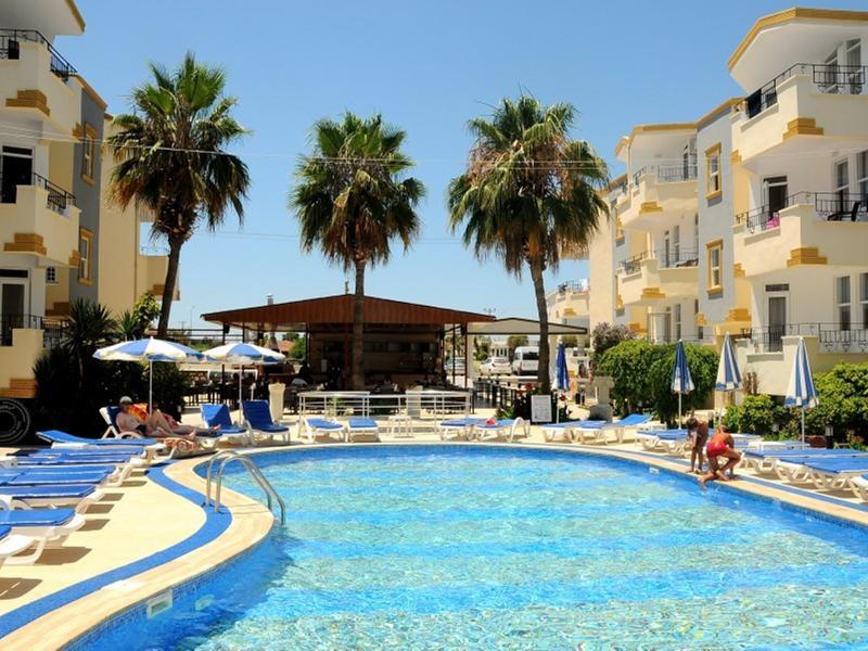 Pool Side World Star Hotel