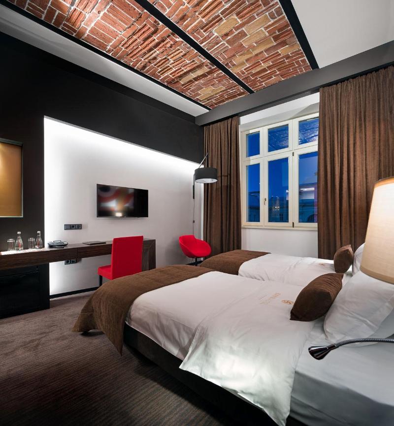 Room Bank Hotel