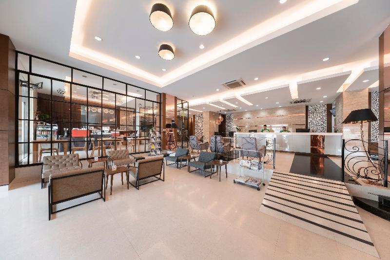 Lobby Rompo Mansion Hotel